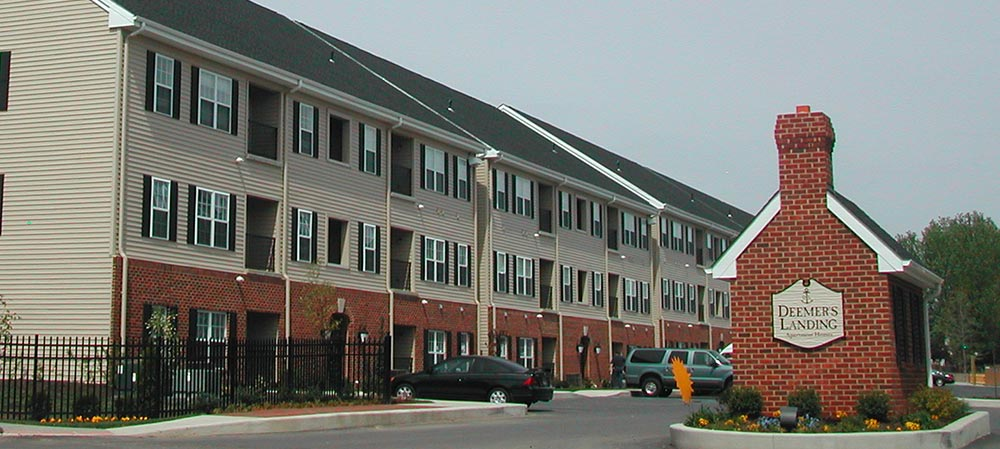 Deemers Landing apartment building view