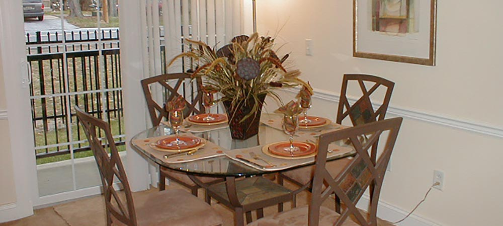 Deemers Landing apartment dining room